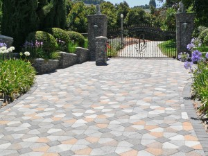 beautiful-pattern-driveway-northern-va-contracting-service-with-circle-design-in-between-driveway-with-garden-on-perimeter-and-wrought-iron-gate