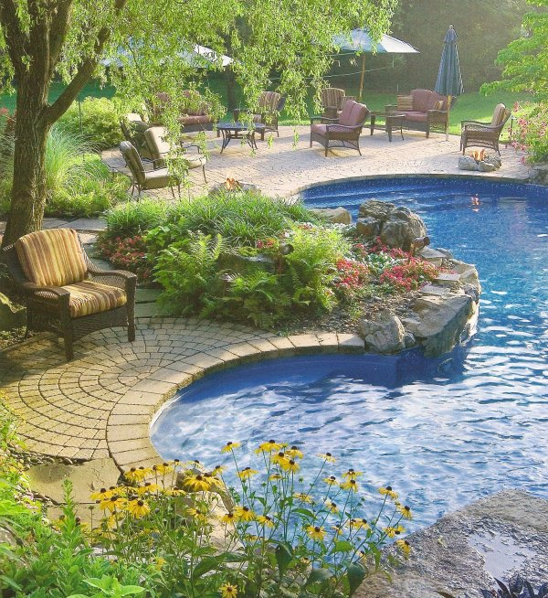 Outdoor living area design construction company north va for Pool design virginia