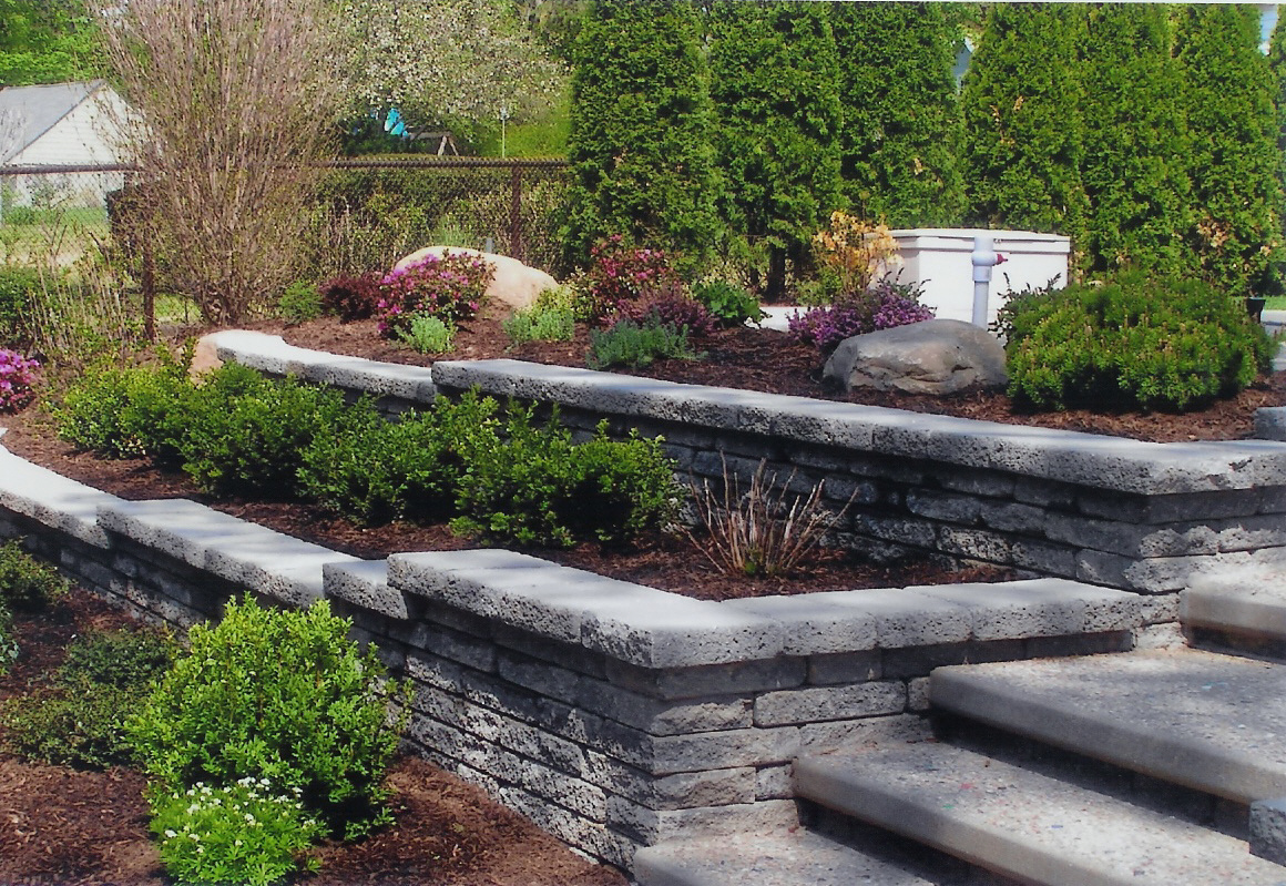 Stone retaining wall for landscaping for Garden wall designs