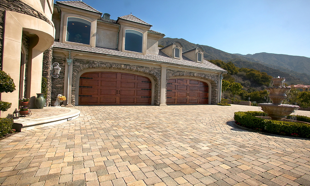 Residential Entrance Way and Pavers Driveway Stone Work