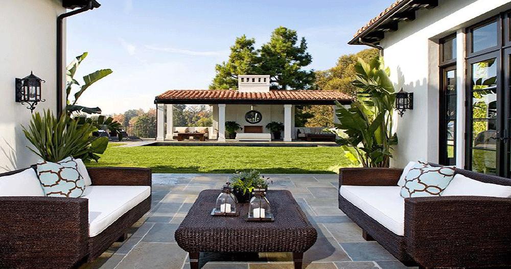 Flagstone Backyard Patio